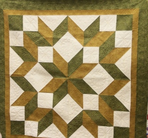 Look at this beautiful carpenters star.  Oh how I wish I had gotten the quilter in the photo so I could give you credit!  You did a fabulous job!