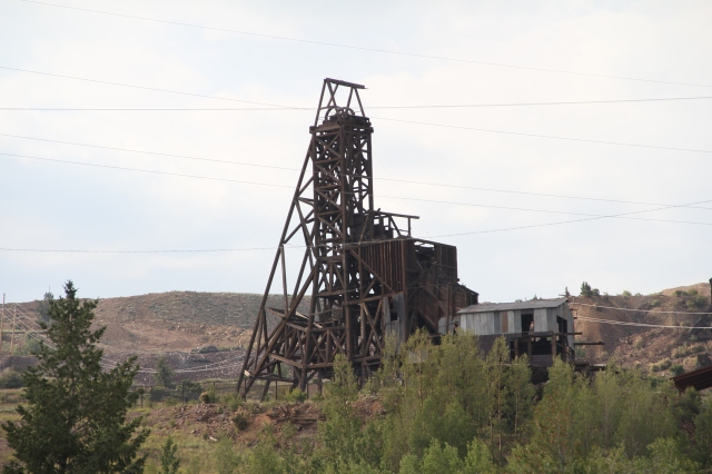 Did I say I love old things?  And mining structures sing to my heart.  On my dads 16th birthday (1922) he went to work in the mines in Park City so maybe it is inherited .....