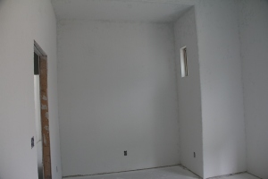 Middle guest room, bunk beds will go here, yep this is where the closet might have gone